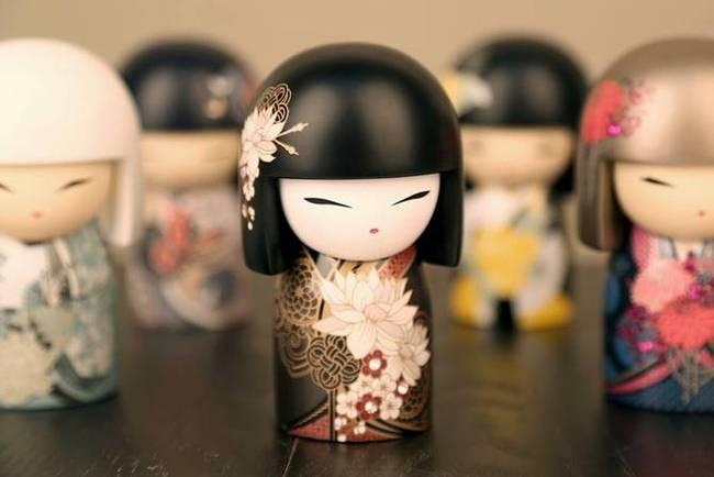 Kokeshi le bambole portafortuna il magico del giappone for Disegni tradizionali giapponesi